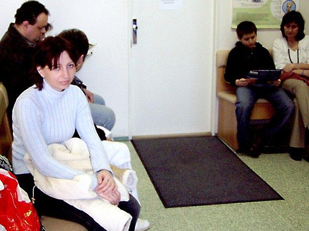 Kvůli nedostatku praktických lékařů se dá očekávat, že fronty v jejich čekárnách budou delší a delší