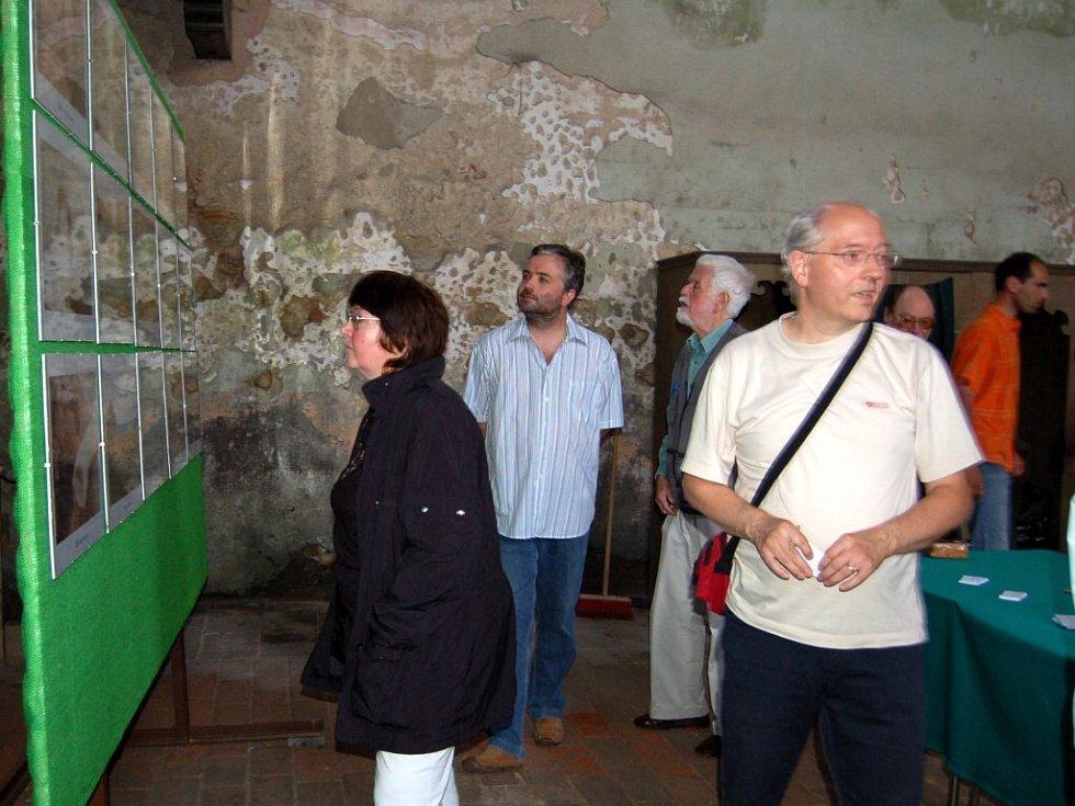 Nová výstava amatérských fotografií v kostele sv. Wolfganga v Ostrohu