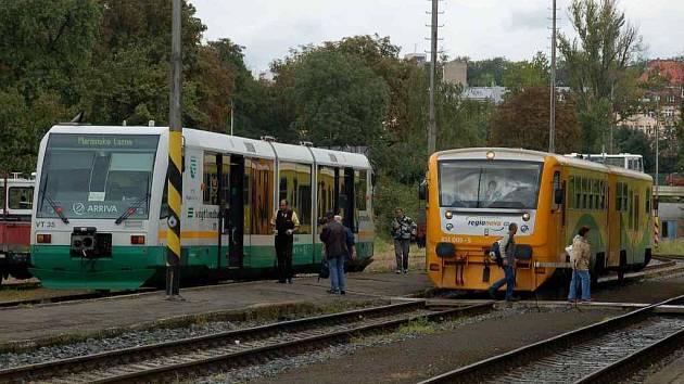 Nové motorové soupravy na Chebsku. Vlevo RegionSprinter, vpravo RegioNova. Snímek z Karlovy Vary - dolní nádraží