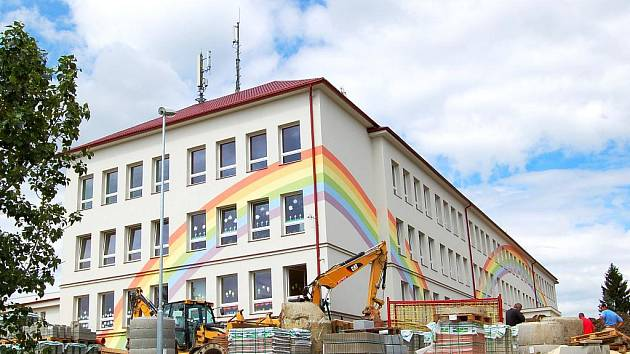 POKUTA ÚOHS přichází za porušení zákona o veřejných zakázkách v zadávacím řízení na rekonstrukci  františkolázeňské základní školy.