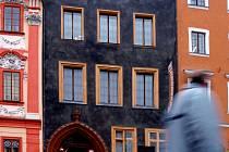 CHEB PŘIHLÁSIL do soutěže Památka roku kontroverzní Schirndingerův dům.