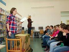 KNIHU V CHEBU představili herci brněnského divadla Lenka Janíková a Jakub Zedníček.