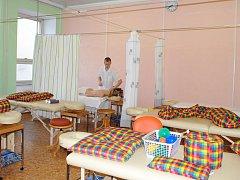NOVÁ UČEBNA masáží na Střední zdravotnické škole v Chebu je moderně vybavená.