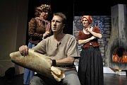 Herec Jindřich Kotula účinkuje v chebském divadle od roku 2007.