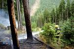 Hasiči zkrotili požár lesní hrabanky u Milíkova.
