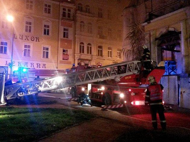 V Mariánských Lázních vyhořel bývalý hotel.