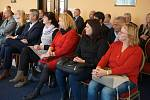 Setkání krajských radních se starosty Chebska se konalo vprostorách Hotelové školy vMariánských Lázních.