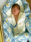 ŠIMON BAČE si poprvé prohlédl svět ve středu 13.4.2016 ve 20.55 hodin. Při narození vážil 3 220 gramů a měřil 50 centimetrů. Z malého Šimonka se těší doma v Chebu maminka Dana spolu s tatínkem Pavlem.