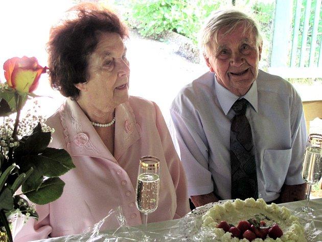 MANŽELÉ Pištějovi z Krásné oslavili 60 let společného života.