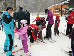 LYŽAŘI, kteří poprvé v této zimě navštívili ašský areál, se prý už nemohli dočkat.