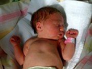 ANNA SIKORSKÁ přišla na svět v sobotu 27. září ve 14.12 hodin. Při narození vážila 3140 gramů a měřila 49 centimetrů. Na Aničku se doma v Dolním Žandově těší tříletý bratříček Jiřík.