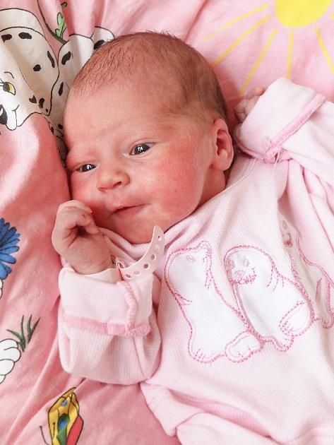 VERONIKA ČIHÁKOVÁ bude mít v rodném listě datum narození sobotu15. srpna v 21.22 hodin. Při narození vážila 2930 gramů a měřila 49 centimetrů. Maminka Veronika a tatínek Václav se radují z malé Verunky doma v Chebu.