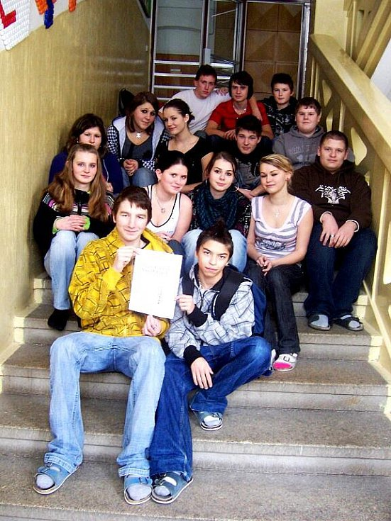 Žáci deváté třídy ZŠ a MŠ Plesná.
