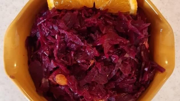 Červené zelí s pomerančem podle Maxijedlíka.