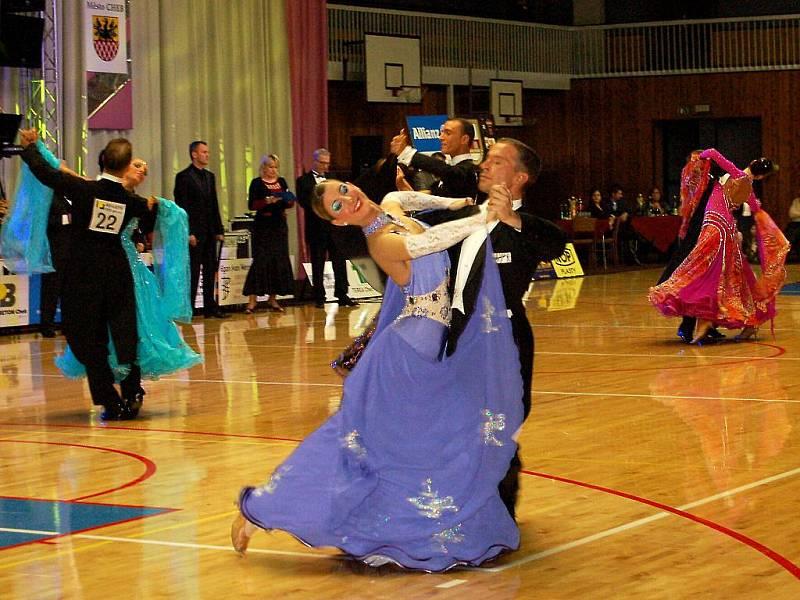Víc než 1 100 diváků přitáhly  v sobotu standardní a latinskoamerické tance do chebské haly TJ Lokomotiva. Uskutečnil se zde totiž už 18. ročník Mezinárodní taneční soutěže Grand Prix Cheb.