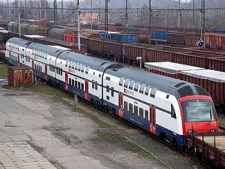 Dvoupodlažní elektrická jednotka Desiro RABe514 na chebském nádraží