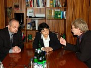 První jednání lokálního partnerství Agentury pro sociální začleňování v romských komunitách se uskutečnilo v Chebu. Jednání se účastnili  ministryně pro lidská práva a národnostní menšiny  Džamila Stehlíková i starosta města Cheb Jan Svoboda