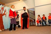 Členové literárně dramatického oddělení chebské základní umělecké školy přichystali představení s názvem Otevírání studánek