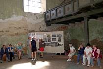 Inventář kostela sv. Wolfganga v Ostrohu na Chebsku je po dobu rekonstrukce bezpečně schovaný