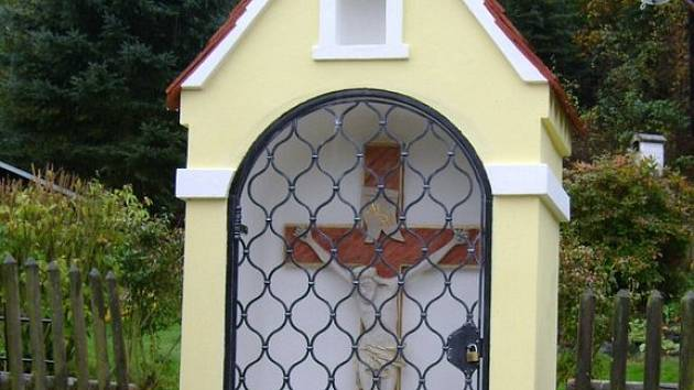 Kaplička v Hlinové po opravě
