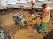 I v Chebu je, co se týče rekonstrukcí silnic, rušno. V současné době dělníci pracují na jedné z největších stavebních akcí, a sice na rekonstrukci čtvrtého ramene okružní křižovatky u Tesca.