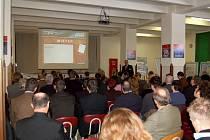 V bývalých kasárnách v Klimentově u Velké Hleďsebe se konala konference o smysluplném využití zanedbaných nemovitostí