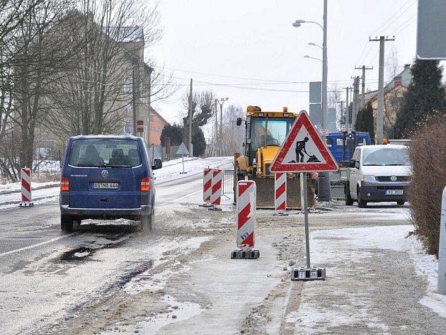 Silný mráz zřejmě způsobil havárii vodovodního potrubí ve Františkových Lázních. Potrubí popraskalo v noci na úterý v Chebské ulici.