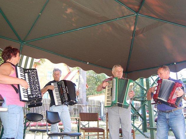 DRUHÉ SETKÁNÍ harmonikářů ve Skalné přilákalo příznivce dobré hudby ze širokého okolí.