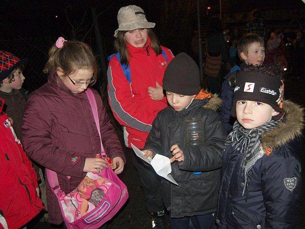 Děti se Sovou zažily tajemný noční pochod Chebem.