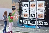 Umělecká skupina Truehills poukazuje na špatné věci. Například problém hracích automatů.