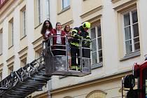 Požární poplach vyhlásili hasiči v areálu chebské Střední zdravotnické škole a vyšší škole Cheb.