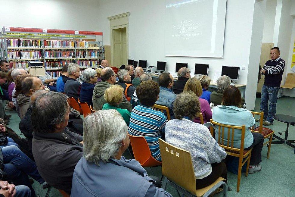 PROMÍTÁNÍ FILMU v chebské knihovně doprovodil Luděk Matějíček přednáškou.