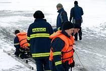 Cvičení na ledě Jesenické přehrady