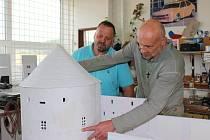 Desítky modelů nejen pro park miniatur mají na svém kontě odsouzení z Horního Slavkova.