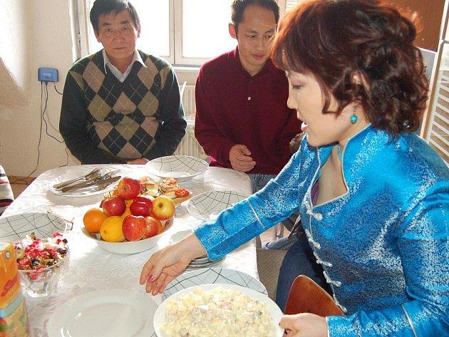 Šestý ročník akce s názvem Rodina od vedle se uskutečnil v Chebu. Mongolská rodina Ochirbat pozvala na oběd Jiřinu Horáčkovou s dětmi a jejího druha Vladimíra Fišera.