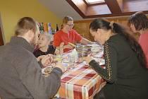 Další ročník úspěšného projektu Rodina Odvedle se uskutečnil v chebských rodinách.