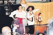 Jedním z prvních představení byl i dětský Kocour v botách. Klubíčko, kde se představení odehrávají, praskalo ve švech.