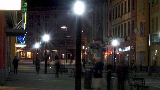 Noční pěší zóna.