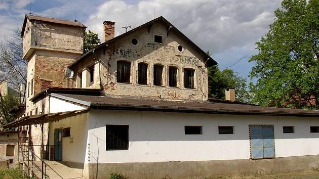 BUDOUCÍ  MUZEUM.  V současné době zanedbaný areál jednoho z nejstarších chebských pivovarů  zanedlouho obohatí turistickou nabídku města Chebu. Bude zde umístěno papírenské muzeum.