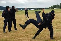 Bojové umění Musado v podání policistů na Dni s Policií v Mariánských Lázních - Sklářích