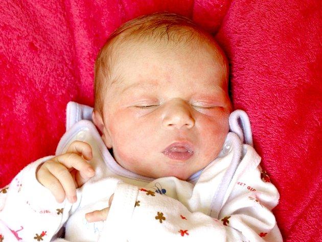 JANA JETELOVÁ si poprvé prohlédla svět v úterý 3. července v 16.37 hodin. Vážila 3190 gramů a měřila 51 centimetrů. Maminka Martina a tatínek Jan se radují z malé Janičky doma v Aši.