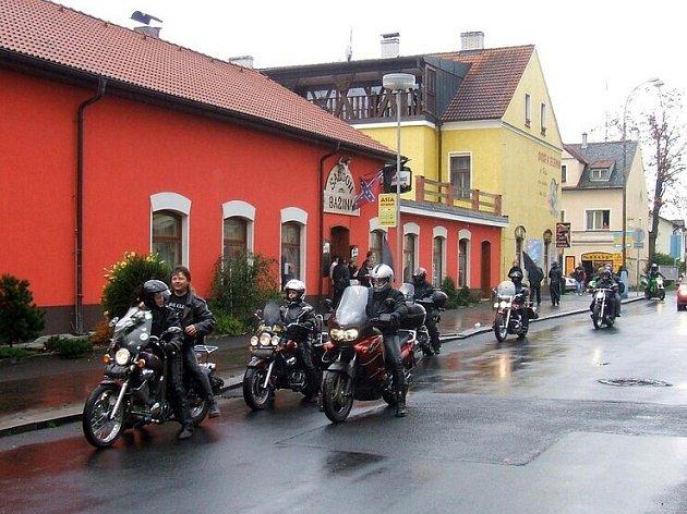 Motorkáři z Františkových Lázní se rozloučili s kamarádem