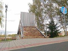 Lávka na Švédský vrch je uzavřena přes rok.