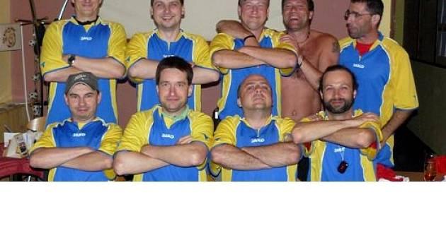 TÝM složený z florbalistů  THC Mariánské Lázně a  fotbalistů FC Hammry Mariánské Lázně se  zítra střetne  nedaleko Basileje se švýcarským mužstvem.
