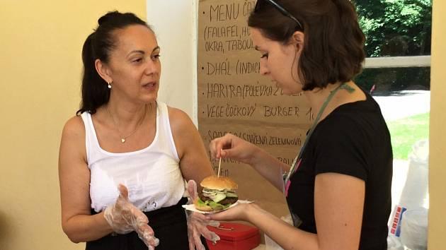 Zájemci mohli ochutnat veganské jídlo.
