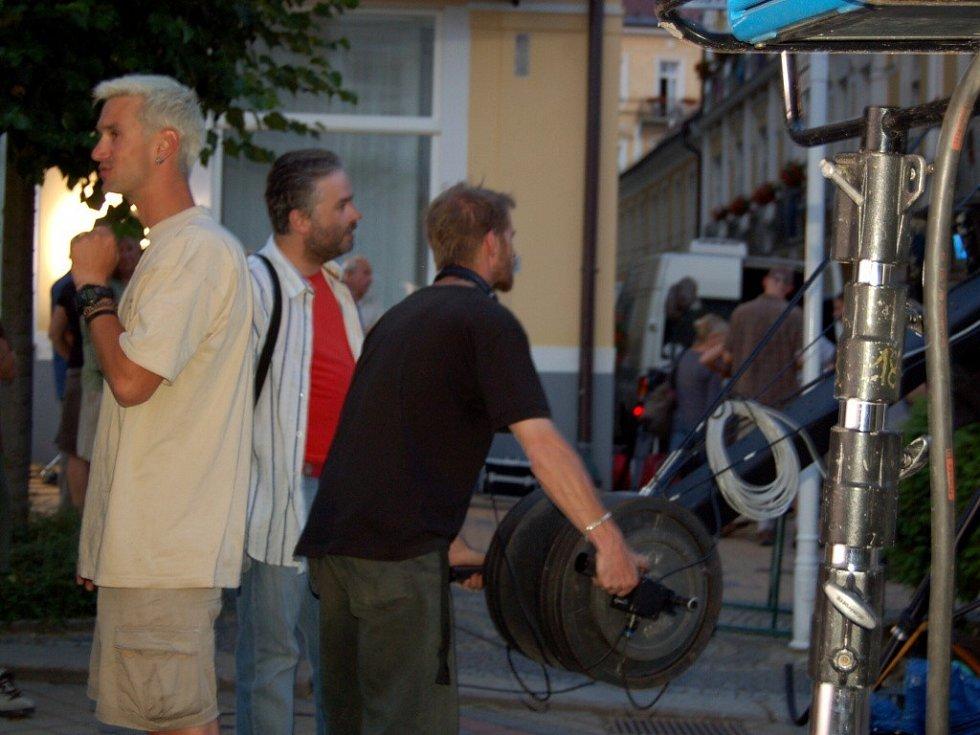 Filmaři na Národní třídě ve Františkových Lázních