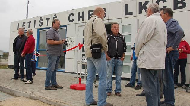 ULTRALIGHT CLUB CHEB  v pátek slavnostně zprovoznil novou budovu řízení letových služeb.