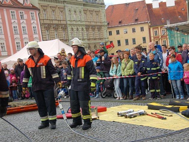 Oslavy 150. výročí založení požární ochrany přilákaly stovky diváků, kteří obdivovali ukázky hašení i techniku.
