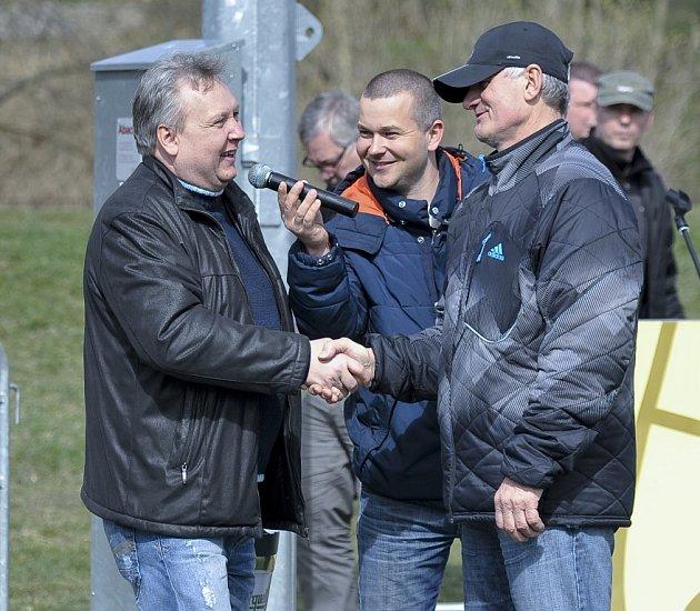 Miroslav Sabadin (vlevo), zástupce Sportovní unie Chebska, opět připravil nabitý program se vzácnými hosty kulturního, sportovního a společenského života.