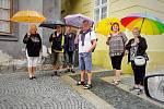Vedra na Chebsku vystřídal déšť. Kdo vyšel bez deštníku nebo kapuci, pěkně zmokne.